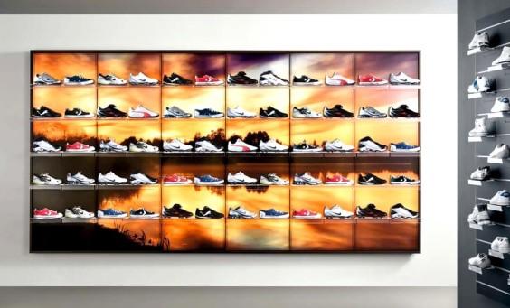 scaffalature per negozi calzature con pannelli decorati